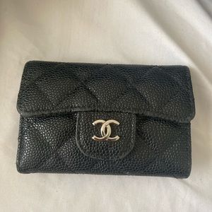 Chanel cardholder in caviar leather